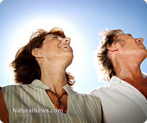 Couple-Happy-Sunlight