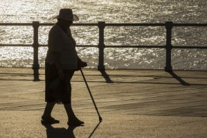 elderly-woman-walking-in-sun-e1394749602186-620x412