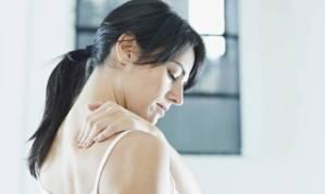 mulher-com-dor-nas-costas-25142