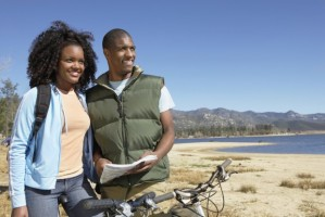 couple-going-for-a-bicylcle-ride-620x414